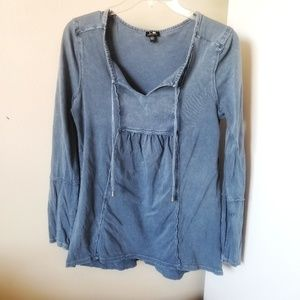 Cable & Gauge Chambray Empire Style Top Long Sleev